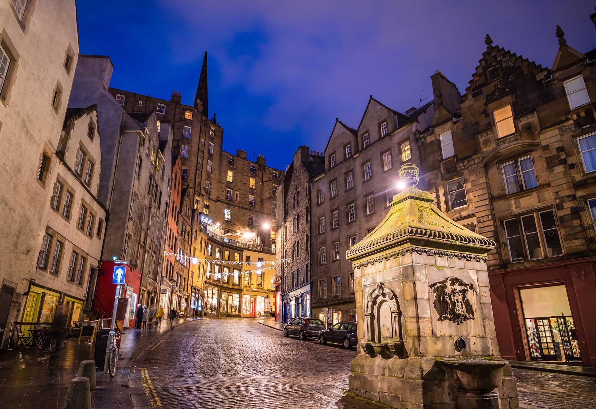 Night time street view of the historic old town, Edinburgh, Scotland